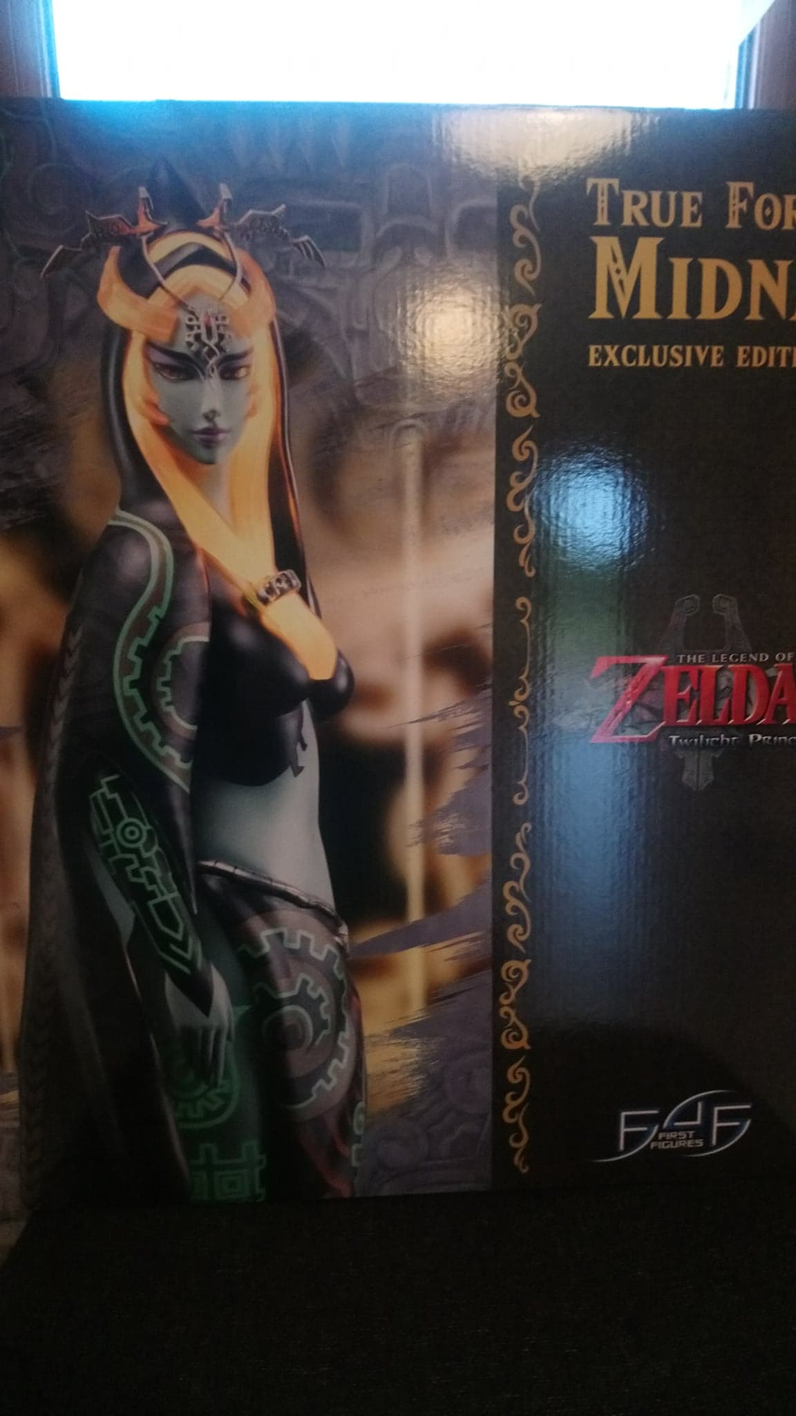 Unboxing de la figurine MIDNA édition exclusive – First 4 Figures